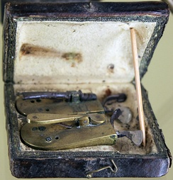 Bloodletting set of a barber surgeon, beginning of 19th century, Märkisches Museum Berlin