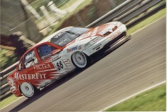 Warwick driving for Vauxhall in the 1998 British Touring Car Championship.