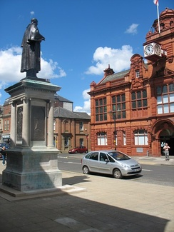 Town Hall and Palmer Statue, starting point for the Jarrow March, 5 October 1936[110] (2007 photograph)