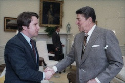 Smith with President Ronald Reagan in 1985