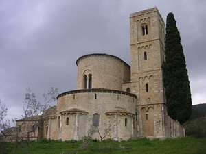 The Abbey of Sant'Antimo has a high apsidal end surrounded by an ambulatory and with small projecting apses