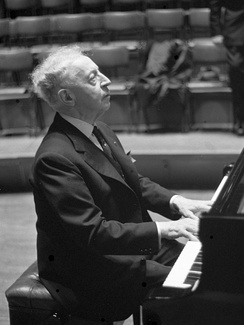 Pianist Arthur Rubinstein in 1962
