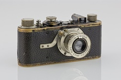 Leica 1, (1925)'s introduction marked the beginning of modern photojournalism.