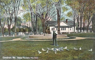 The Park and Palmer Fountain in 1909. Melted down for the war effort, the bronze statue was later replaced.