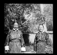 Surkhang Wangchen Gelek (left) and Dogan Penjor Rabgye (right) in a garden, 1950.