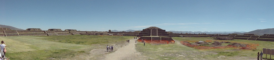 The Ciudadela, on the opposite side from the Pyramid of the Moon