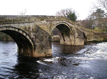 Ilkley Old Bridge - geograph.org.uk - 1132387.jpg