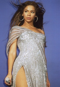 "Knowles performing ""Listen"", a song from the soundtrack album Dreamgirls: Music from the Motion Picture."