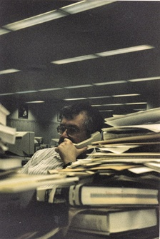 Chuck Neubauer in the former Chicago Sun-Times newsroom, 1998