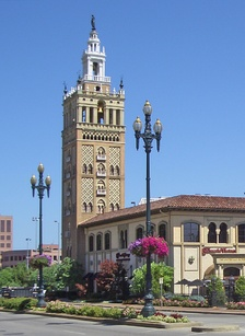 Replica of the Giralda, in Kansas City, Missouri, twinned with Seville.