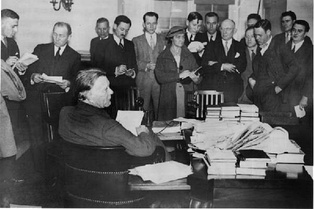 Borah (seated) holds a press conference, 1935