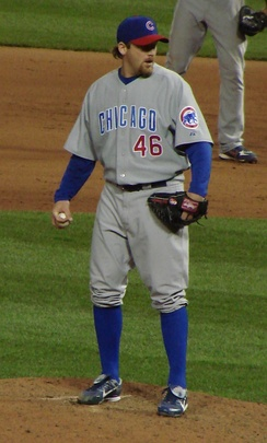 Dempster pitching for the Chicago Cubs in April 2007