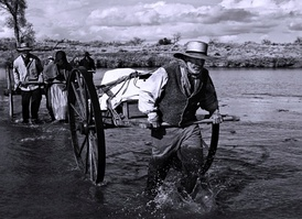Reenactment: Pioneers crossing the Platte River, from PBS documentary Sweetwater Rescue