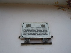 Plaque on the wall of the Odessa-Sortuvalna railway station, commemorating the Holocaust