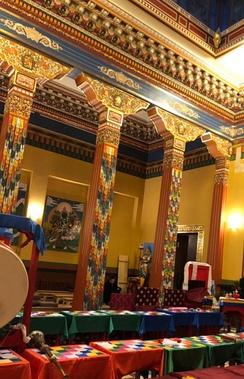 Внутри Санкт-Петербургского буддийского храма