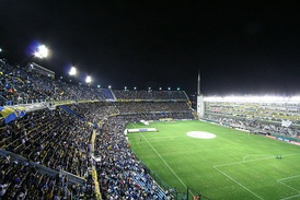 La Bombonera during a night game v. Colo Colo, with the refurbished boxes at right, March 2008.
