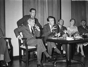 Alfred Newman (left) and associate producer George Stevens Jr. discuss The Diary of Anne Frank at a press conference in Amsterdam (July 1958)