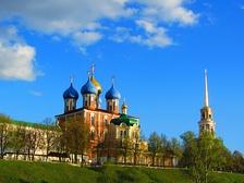 Панорама Кремлёвского холма с набережной реки Трубеж