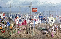 8 April 1985 CND placards against the Molesworth fence