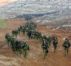 Israeli soldiers of the Nahal Brigade leaving Lebanon