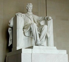 "French's 1920 Abraham Lincoln. Laurel Ulrich notes that ""statues of great men are not often seated"".[9]"