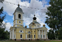 Myshkin Cathedral of the Dormition of the Theotokos IMG 1523 1725.jpg
