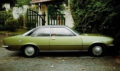 Opel Rekord D 2-door coupé. Vinyl roof coverings were fashionable at this time, and with the Rekord D they had the added advantage that they made the car resemble, for a careless observer, an Opel Commodore