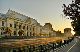 The Palace of Justice viewed across the Dâmbovița River