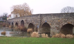 Bridge at Bidford-on-Avon; notice the navigation arch at the right