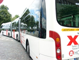 A bi-articulated Van Hool AGG300