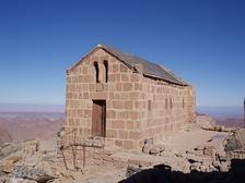 Православный греческий храм во имя Святой Троицы на вершине горы Моисея. Построен в 1935 году из остатков церкви времён императора Юстиниана Великого[3].