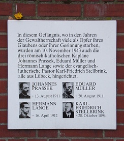 Memorial plaque, prison walls, Hamburg investigative custody centre