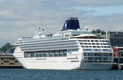 210 cruise ship visits brought 886,039 passengers to Seattle in 2008.[188]
