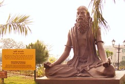 A statue of Patañjali practicing dhyana at Patanjali Yogpeeth