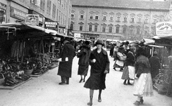 Shoppers in Szeged, 1929