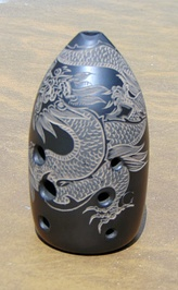 A modern ceramic xun decorated with an engraving of a dragon.