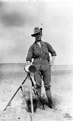 Australian signaller with heliograph in Egypt in 1916