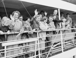 Postwar migrants arriving in Australia in 1954
