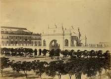 1864 view of the original Teatro Colón (at left) and the old Plaza de Mayo colonnade, both long since demolished.