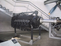 "A later DB 610 ""power system"" which equipped the He 177 A-5. The DB 606A/B powerplants were similar in configuration, with outermost ""pair"" of engine mount forgings not shown."