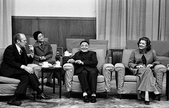Deng Xiaoping (centre) with U.S. president Gerald Ford (left), 1975.