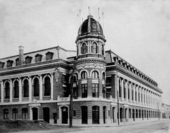 The signature tower and cupola entrance to Shibe Park, 1909