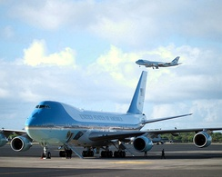 SAM 28000 sits on the ramp as Air Force One (in the background) descends on final approach into Hickam Field in Honolulu, Hawaii with President George W. Bush aboard.