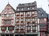 Resort architecture on Rügen, timber framing in Bernkastel, Hohenzollern Castle in Swabia and the Elbe Philharmonic in Hamburg.