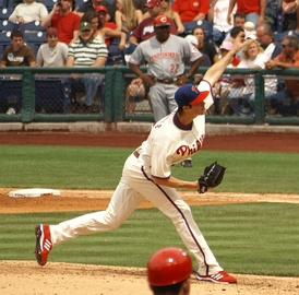 Hamels pitching against the Cincinnati Reds in 2008