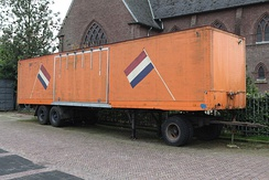 Full trailer with steered axle