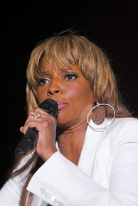 Blige performing in July 2007.