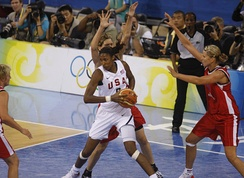 Leslie playing against Spain during the 2008 Summer Olympics.