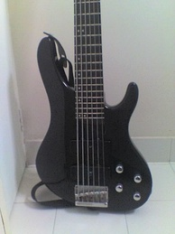Washburn XB600, a six string bass