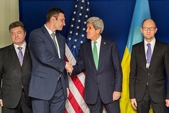 Ukrainian opposition leaders Vitali Klitschko, Arseniy Yatsenyuk and Petro Poroshenko meeting Kerry, February 1, 2014 at 50th Munich Security Conference.